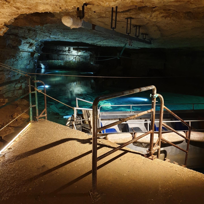 50 nuances de bleu dans les Grottes de Bèze ©M. Deline