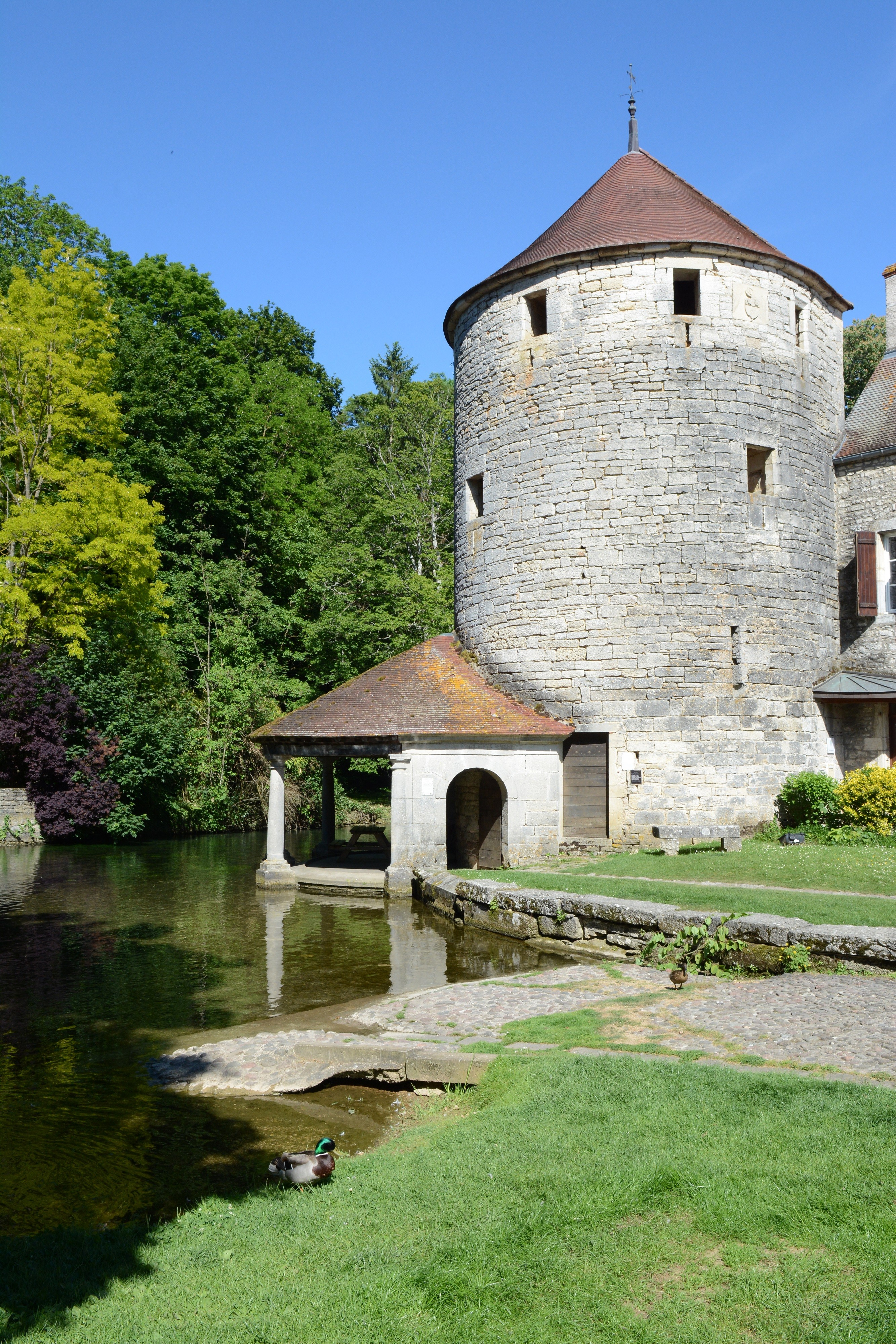 Au Champ de Foire, point de vue sur la rivière au Lavoir des Sœurs, et la tour des Chaux.