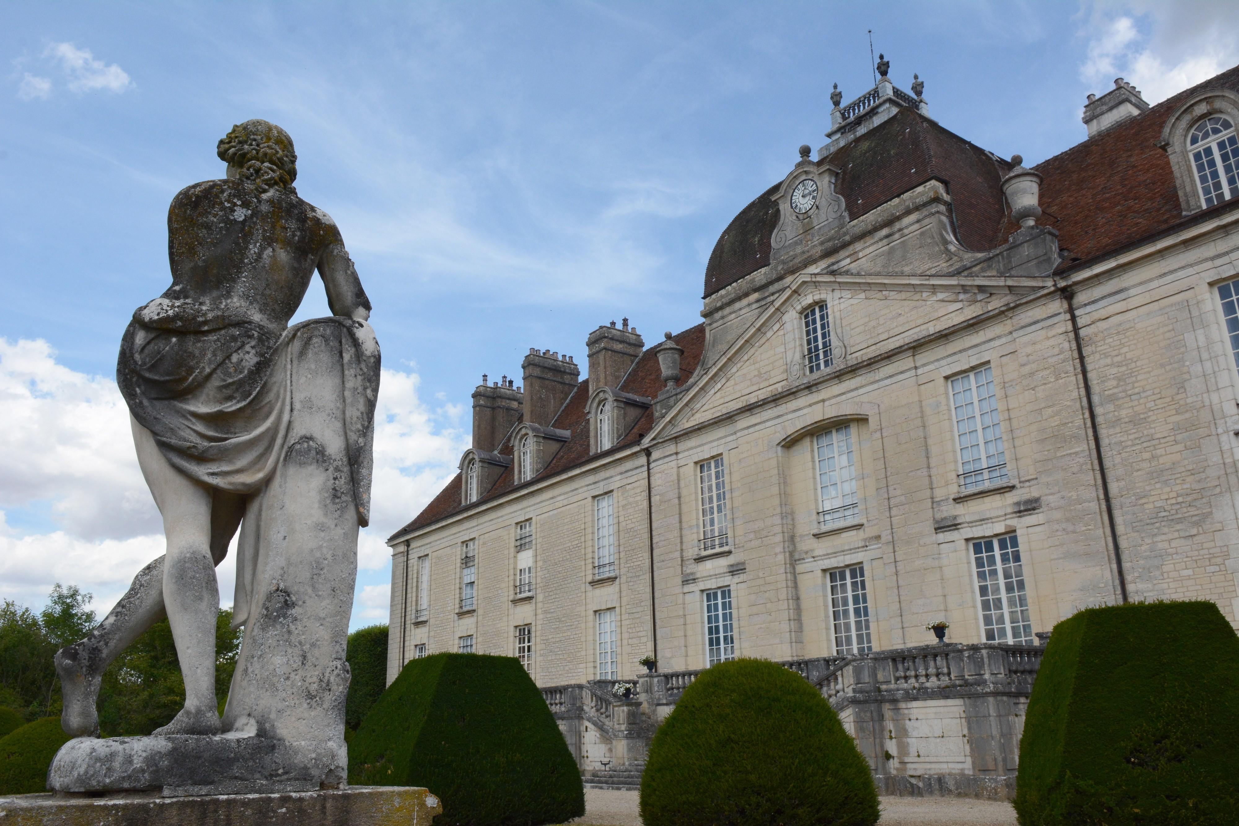 Y furent reçus d'illustres invités du Siècle des Lumières : Mme de Staël, Voltaire…