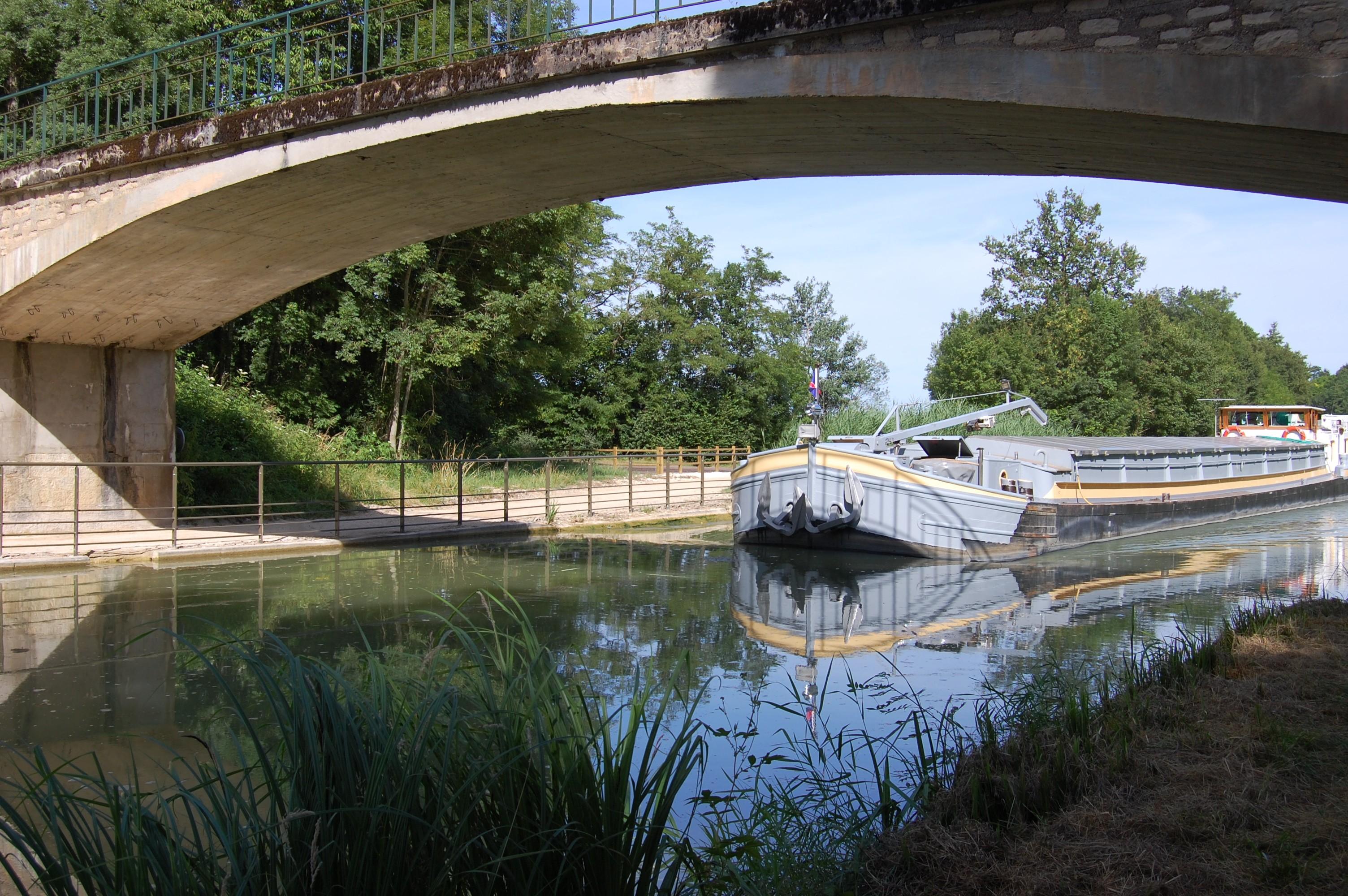 Le pont d'Oisilly ©B. Petit