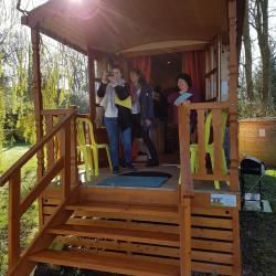 Café d'accueil et visite de la Roulotte du Closeau à Noiron-sur-Bèze