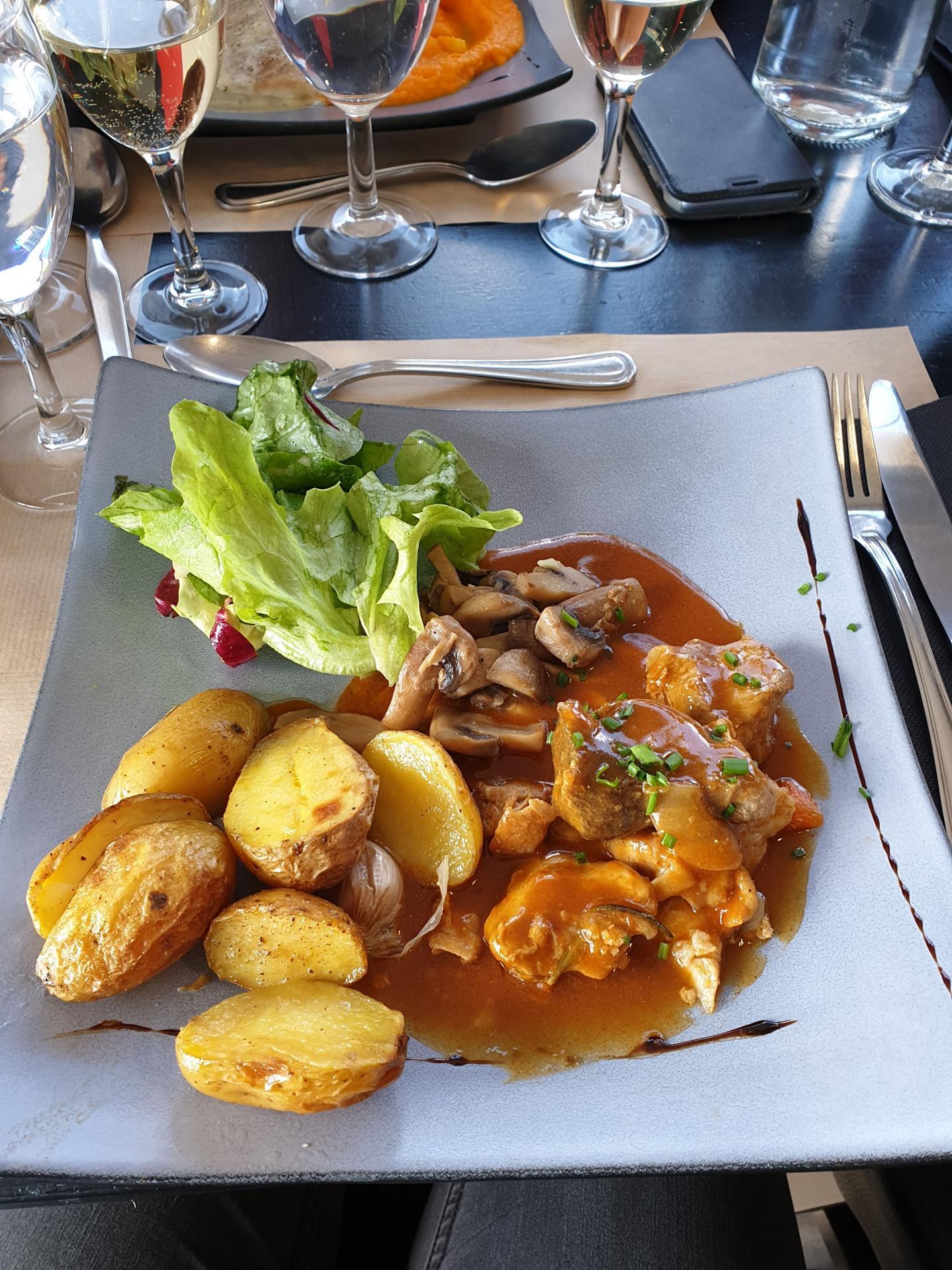 Repas au restaurant L'Imprévu
