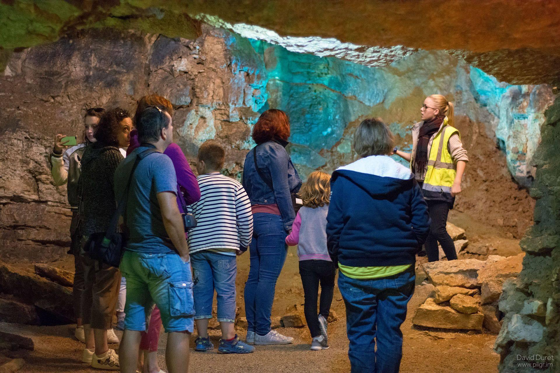 Visite intimiste des fameuses Grottes de Bèze