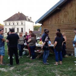 Apéritif dînatoire convivial au Parc de la Cure à Bèze...