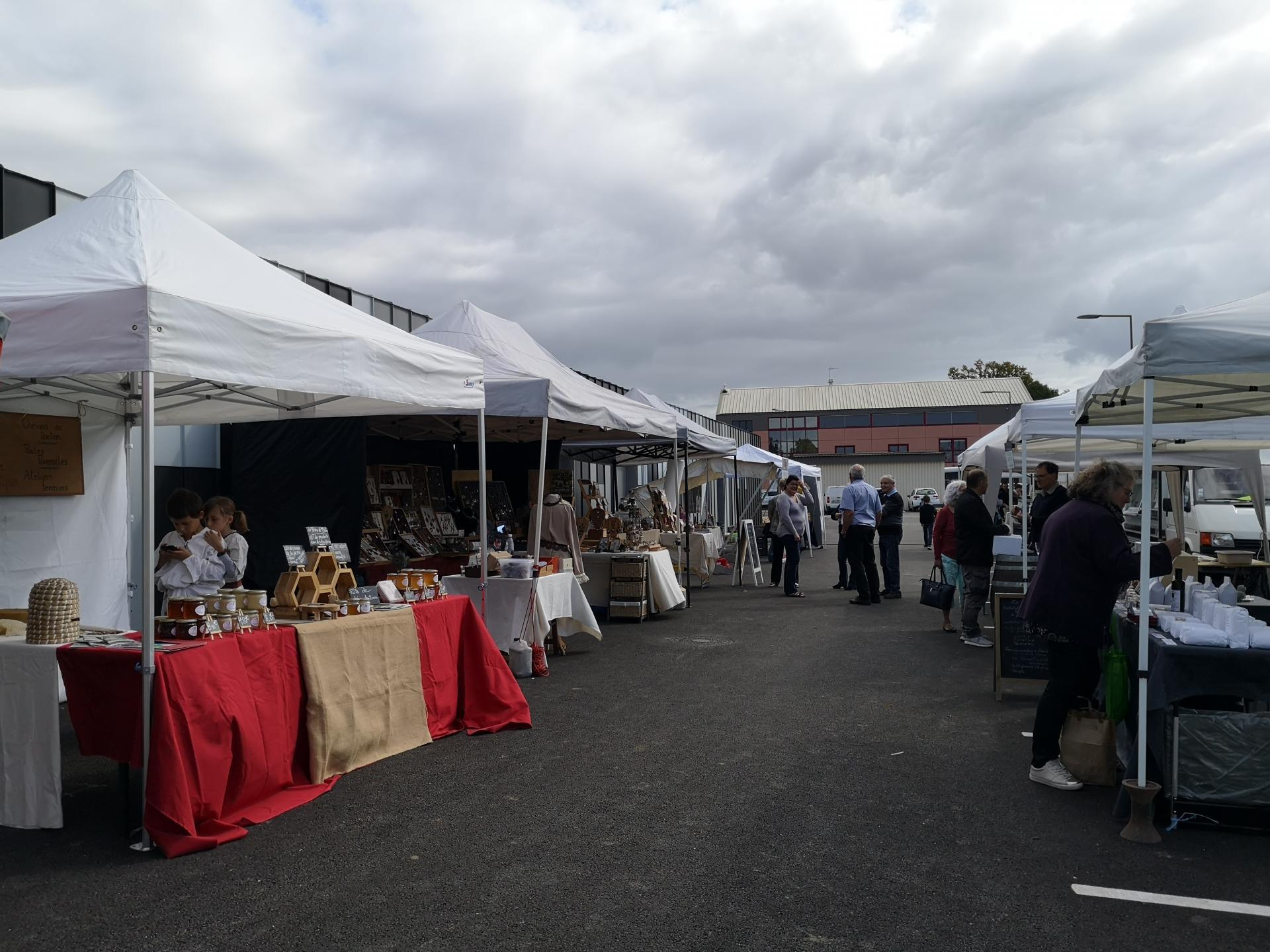 Marché de producteurs locaux et d'artisans